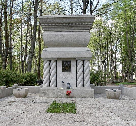 Julius Kuperjanovi haud Raadi kalmistul Tartus. Foto: Olev Liivik
