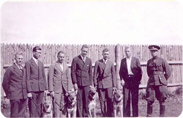 Sidepataljoni sidekoerad ja nende juhid